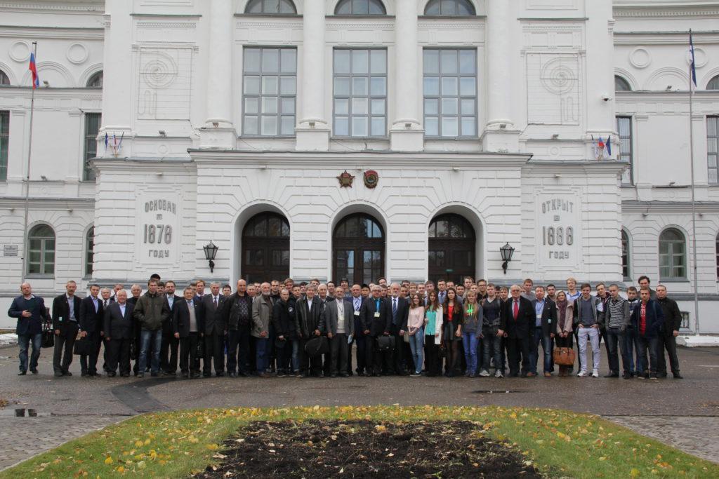 """Участники конференции """"Актуальные проблемы радиофизики"""" в 2015 г."""